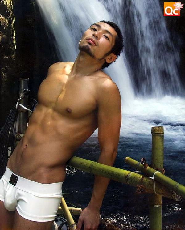 Japanese gay porn star Koh Masaki (真崎航 aka 中西翔 Sho Nakanishi) has a ...