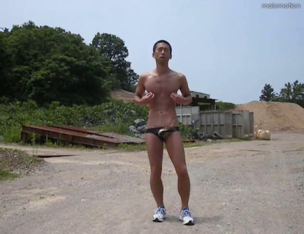 japanese-hottie-outdoor-wank-01.png