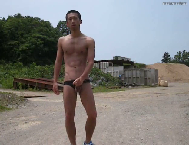 japanese-hottie-outdoor-wank-04.png