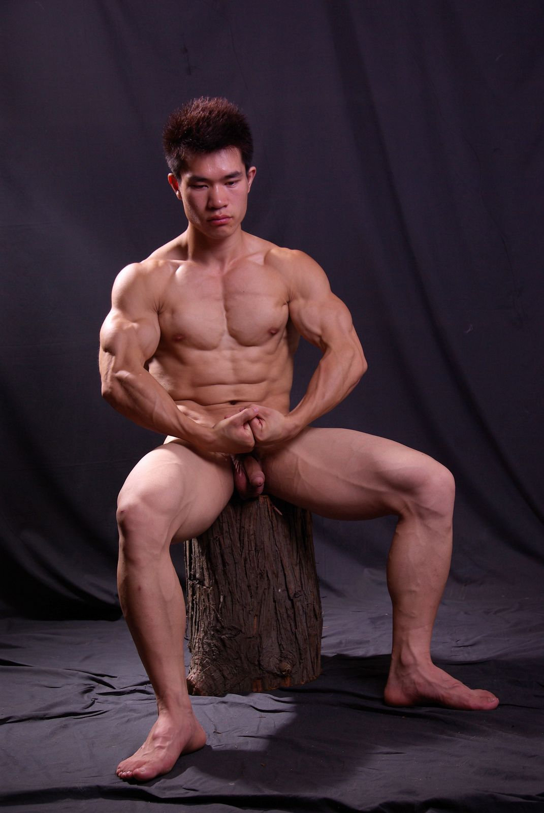 Muscular japanese wanking off