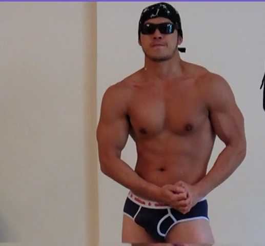 Muscley nasty hunk jerks off
