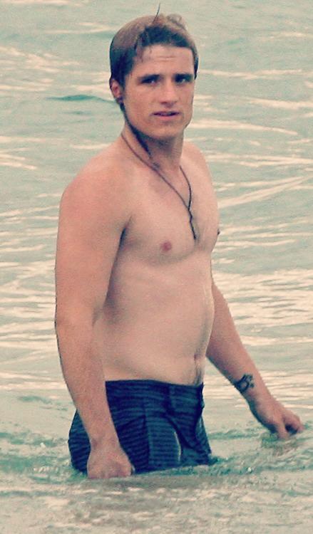 of hutcherson pics naked josh