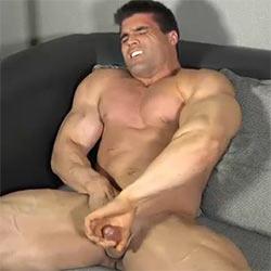 theguysite-big-muscle-jay-00_tn