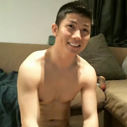 Asian Amateur Videos: Horny Japanese Dude in a Cap