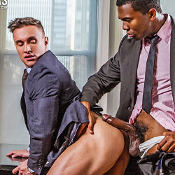 Lucas Entertainment: Sean Xavier Fucks Alexander Volkov – Bareback